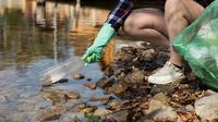 Ilustrasi penyebab pencemaran air oleh plastik.(dok. nastya_gepp/Pixabay/Tri Ayu Lutfiani)