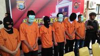 Polisi baru tetapkan 8 tersangka dalam kasus perjokian tes CPNS Kemenkumham di Makassar (Liputan6.com/ Eka Hakim)