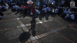 Rombongan peserta program Mudik Gratis Bareng Asabri menunggu pemberangkatan di Jakarta, Jumat (31/5/2019). Asabri memberangkatkan 1.300 pemudik dengan tujuan empat kota di Pulau Jawa yakni, Semarang, Surabaya, Yogyakarta dan Solo. (Liputan6.com/Johan Tallo)