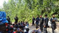 Puluhan pekerja tambang emas ilegal diamankan Polres Solok selatan. (Liputan6.com/ Dok. Polres Solok Selatan)