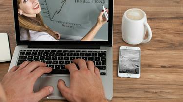 Ilustrasi e-Learning, online course, kelas belajar online