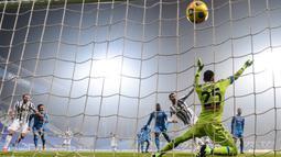Ronaldo mencetak satu gol kala Juventus mengandaskan Napoli 2-0 dalam partai Supercoppa Italiana. (Foto: AFP/Migeul Medina)