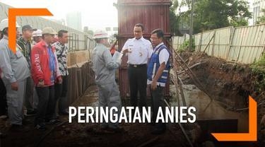 Gubernur DKI Anies Baswedan memberi PT Adhi Karya selaku kontraktor LRT peringatan keras. Peringatan terkait adanya genangan di tepi jalan MT Haryono saat hujan.