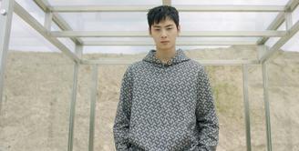 Satu lagi Idol Korea terpilih menjadi brand fashion ternama sebagai brand ambassador, yaitu Cha Eun Wo (Instagram W Korea)