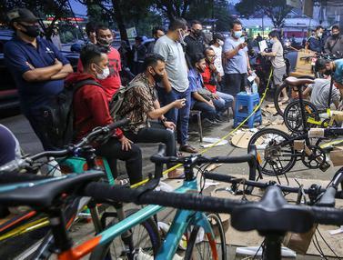Sambut New Normal, Warga Antre Berburu Sepeda Lipat