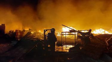 Kebakaran melanda gudang di Jakarta Barat