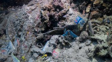 Sampah plastik di laut temuan Greenpeace Indonesia. (Foto: Greenpeace Indonesia)