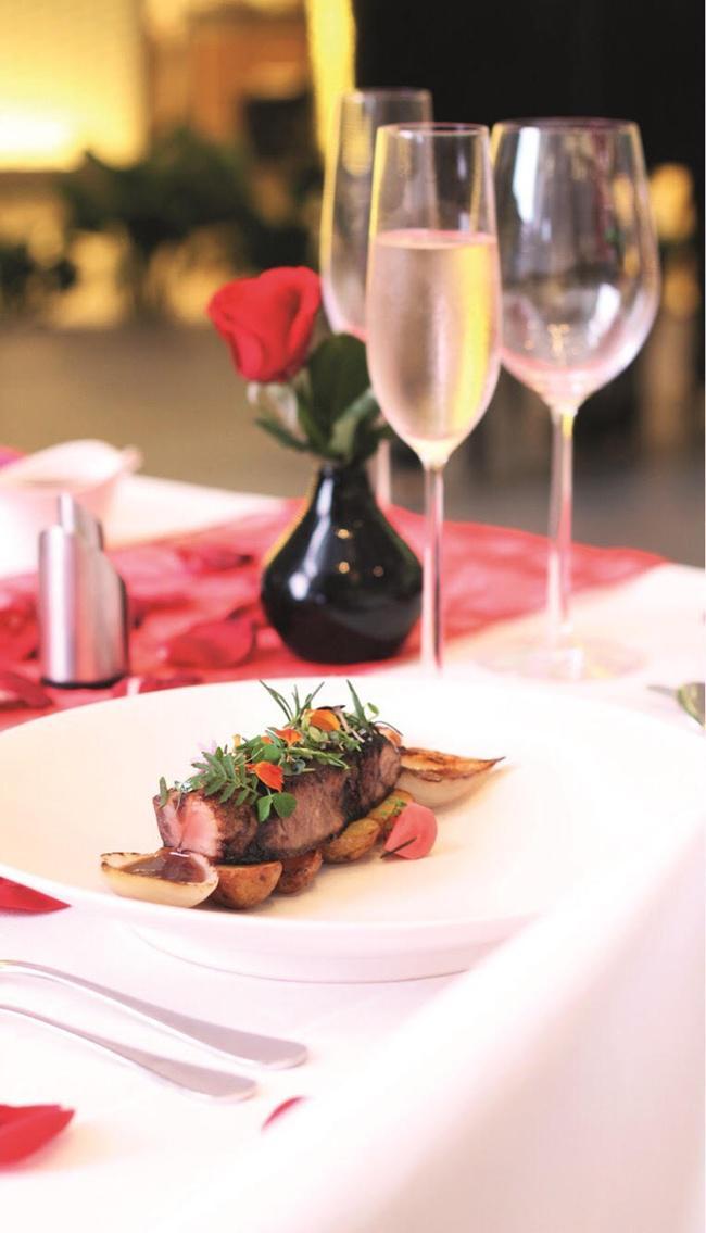 Nikmati makan malam romantis di Keraton, The Plaza, Hotel Luxury Collection Jakarta/copyright vemale.com/Anisha SP
