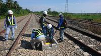 PT Len Industri (Persero) tengah menyelesaikan pembangunan sistem persinyalan dan telekomunikasi jalur kereta api Mandalle-Palanro dan Mandai-Mandalle Lintas Makassar-Parepare sepanjang total 102,4 km. (Humas Len Industri)