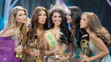 Indonesia yang diwakili oleh Ariska Putri Pertiwi berhasil menjuarai kontes Miss Grand International 2016 di malam grand final yang digelar pada 25 Oktober kemarin di Las Vegas, Nevada, Amerika Serikat. (facebook.com/MISSGRANDINTERNATIONAL)