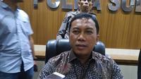 Direktur Reserse Kriminal Khusus Polda Sulsel, Kombes Pol Yudhiawan Wibisono mengatakan pihaknya siap menindaklanjuti kasus dugaan gratifikasi penerbitan rekomendasi peralihan kendaraan plat hitam menjadi plat kuning (Liputan6.com/ Eka Hakim)