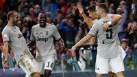 Penyerang Juventus, Cristiano Ronaldo merayakan golnya bersama rekan-rekannya saat bertanding melawan Udinese pada lanjutan Liga Serie A Italia di Stadion Dacia Arena (6/10). Juventus menang 2-0 atas Udinese. (AP Photo/Antonio Calanni)