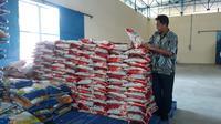 Perum Bulog Divre Sumsel Babel menjamin stok beras di gudang bisa mencukupi untuk 9,7 bulan (Liputan6.com / Nefri Inge)