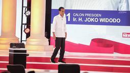 Capres nomor urut 01 Joko Widodo atau Jokowi hadir dalam debat kedua Pilpres 2019 di Hotel Sultan, Jakarta, Minggu (17/2). Dalam debat kedua ini tidak ada kisi-kisi. (Liputan6.com/Faizal Fanani)