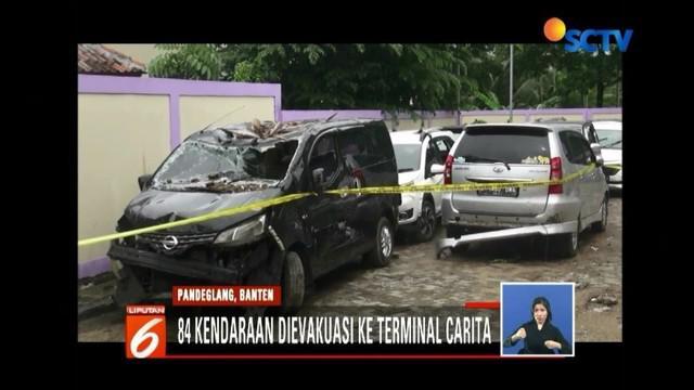 Kendaaran milik korban tsunami yang berserakan di sepanjang kawasan wisata di Banten telah diamankani. Sementara telah disediakan call center bagi yang merasa kendaraannya hilang saat musibah tersebut.