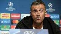 Pelatih Barcelona Luis Enrique dalam sesi konferensi pers di Manchester, 31 Oktober 2016. (AFP/Oli Scarff)