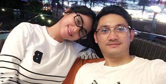 Beberapa waktu lalu, Dewi Perssik terlihat menghabiskan waktu dengan berlibur ke Thailand. Tak hanya sendri, ia terlihat bersama Angga Wijaya dan para sahabatnya. (Foto: instagram.com/anggawijaya88)