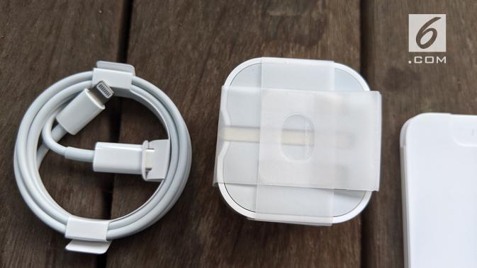 Kepala charger iPhone 11 Pro. Liputan6.com/Yuslianson