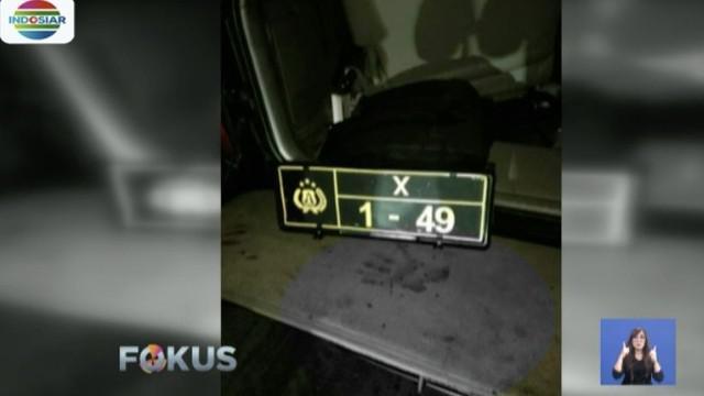 Mobil yang ditumpangi Kapolres mengalami kerusakan parah setelah menabrak truk hino dari arah belakang.