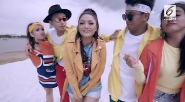 Popularitas lagu 'Lagi Syantik' menjadi berkah tersendiri bagi Siti Badriah. Hanya dalam waktu tiga bulan, lagu sudah ditonton lebih dari 175 juta kali.