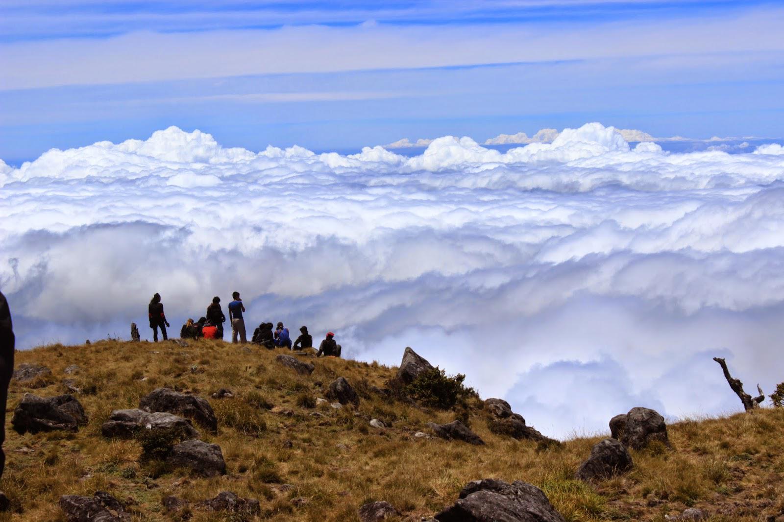 Puncak Gunung Bawakaraeng. (iptek-art.blogspot.com)