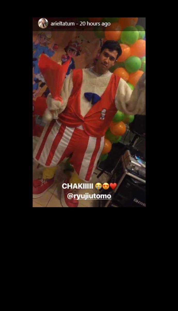 Ryuji Utomo rela mengenakan kostum Chaki di ulang tahun Ariel Tatum. [foto: instagram/arieltatum]