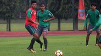 Penyerang Timnas Indonesia U-19, Rafli Mursalim, saat pemusatan latihan di Yogyakarta. (Bola.com/Ronald Seger Prabowo)