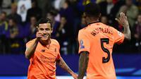 Gelandang Liverpool, Philippe Coutinho, merayakan gol yang dicetaknya ke gawang Maribor pada laga Liga Champions di Stadion Ljudski Vrt, Maribor, Selasa (17/10/2017). Maribor kalah 0-7 dari Liverpool. (AFP/Jure Makovec)