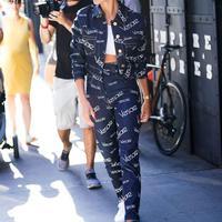 Hailey Baldwin Athleisure Style - Photo: popsugar