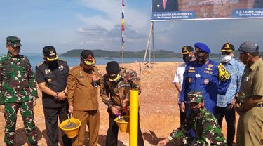 Pembangunan Jembatan yang menghubungkan Batam-Bintan (Babin) kini ditandai dengan pemancangan awal