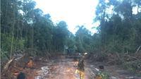 Pembuatan jalan desa terisolasi Bagan Asam ditargetkan rampung bulan depan. (Liputan6.com/Lizsa Egehem)