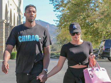 Musim NBA akan dimulai pada 16 Oktober. Tristan Thmpson pun akan kembali ke Cleveland. Sementara Khloe Kardashian mulai merasa deg-degan. (Backgrid - HollywoodLife)