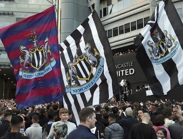 Foto: Punya Boss Baru Kaya Raya, Suporter Newcastle United Berpesta