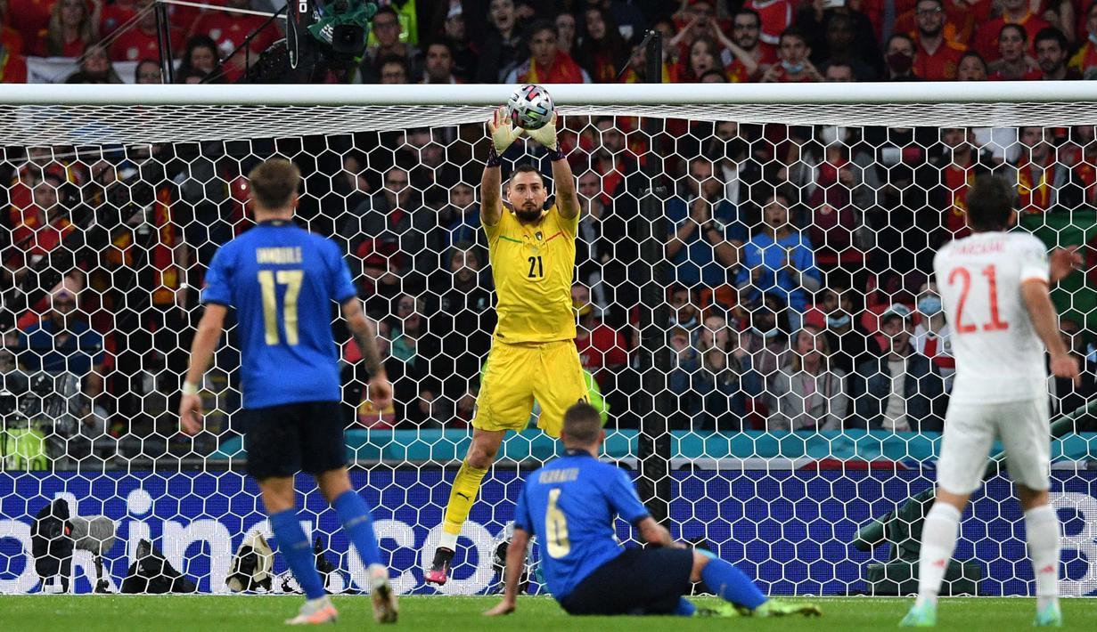 Gianluigi Donnarumma merupakan salah satu pemain Italia di Piala Eropa 2020 yang berstatus bebas transfer. Dia dipercaya akan segera bergabung ke Paris Saint-Germain setelah Piala Eropa 2020 selesai. (Foto: AFP/Pool/Justin Tallis)