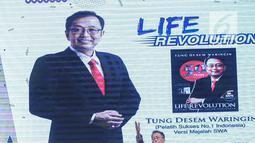 Motivator Tung Desem Waringin saat berbagi pengalaman-pengalaman hidupnya dalam Emtek Goes to Campus 2018 di Universitas Kristen Petra, Surabaya, Jawa Timur, Rabu (14/11). (Liputan6.com/Faizal Fanani)