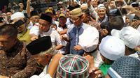 Sandiaga Uno menyambangi pondok pesantren Al-Itqon, Jakarta Barat, dalam rangka memperingati hari Isra Mikraj. (Merdeka.com)