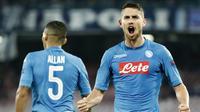 5. Jorginho (Napoli) - Gelandang ini sudah masuk radar incaran dari Jose Mourinho untuk dijadikan suksesor Michael Carrick. Jangkar berusia 26 tahun itu merupakan kunci kesuksesan Napoli memuncaki klasemen Serie A. (AFP/Filippo Monteforte)