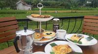 D'Padukan Pie And Resto menawarkan sensasi menghabiskan senja sembari menyantap pie yang lezat.