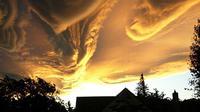 Suara terompet dari langit dianggap sangkakala berbunyi, tanda-tanda hari kiamat.