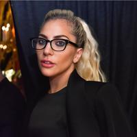 Lady Gaga bermain di film A Star Is Born bersama Bradley Cooper. foto: essence.com