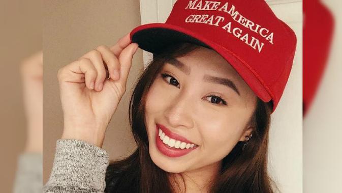 Kathy Zhu mengenakan topi bertuliskan slogan kampanye Donald Trump pada Pilpres 2016 'Make America Great Again' (Instagram / Kathy Zhu)