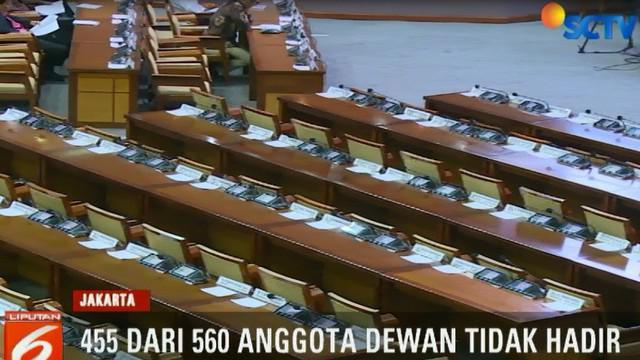 Berdasarkan absensi, dari total 560 anggota dewan hanya 105 yang hadir.