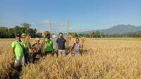 10 orang petani milenial dari Kelompok Tani (Poktan) Sinarjaya Dusun Bancang, Desa Macang Tanggar, Kecamatan Komodo, Kabupaten Manggarai Barat, mengikuti Sekolah Lapang IPDMIP tahap I bahkan tahap II. (Istimewa)