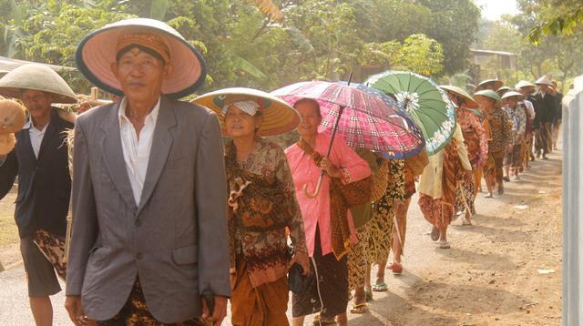Masyarakat adat dan penganut Islam Kejawen di Kalikudi, Kecamatan Adipala, Kabupaten Cilacap, menggelar tradisi Pudunan.  (Foto: Liputan6.com/Muhamad Ridlo)