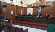 Vanessa Angel menjalani sidang perdana di Pengadilan Negeri (PN) Surabaya, Rabu, 24 April 2019. (Liputan6.com/ Dian Kurniawan)