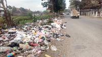 Selama libur Lebaran tahun ini, volume sampah naik tiga kali lipat dari Lebaran sebelumnya. (Liputan6.com/Jayadi Supriadin).