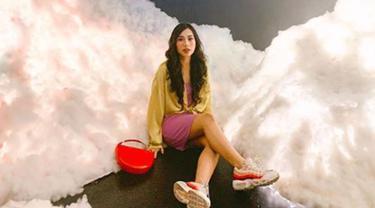 Gaya Fashion ala Abel Cantika yang Modis dan Colorful