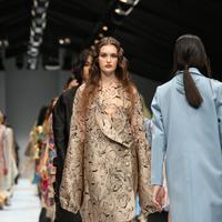 Dewi Fashion Knights 2019 hadirkan sejumlah kesatria mode Indonesia dengan mengangkat tema borderless yang ditafsirkan lewat persepsi dan karya inspiratif. (Foto: Adrian Putra)