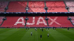 Suasana latihan Tottenham Hotspur jelang laga semifinal Liga Champions di Stadion Johan Cruyff, Rabu (8/5). Tottenham Hotspur akan menghadapi Ajax Amsterdam. (AFP/Emmanuel Dunand)