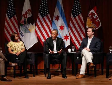 Barack Obama Tampil ke Publik untuk Pertama Kalinya Sejak Pensiun